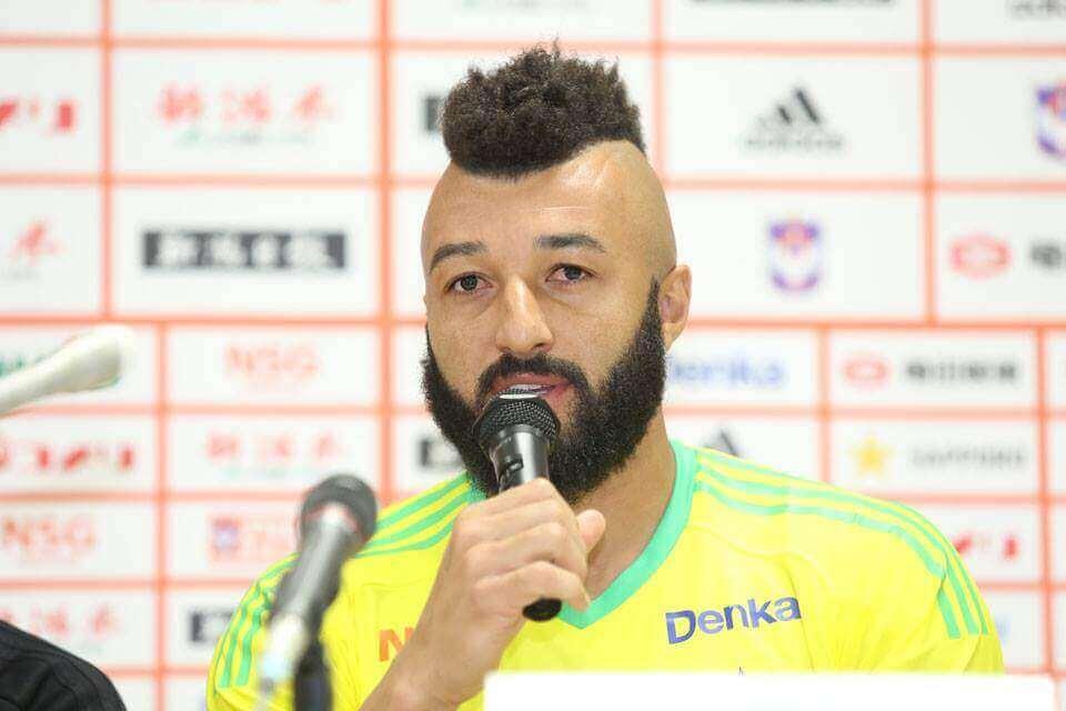 Goleiro Alex Roberto, o Muralha ex-Fla, é destaque em jogo no Japão com três defesas difíceis